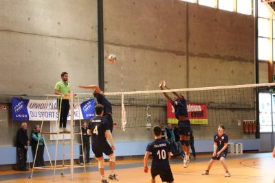 Couleur : Bleu Royal Blanc Bleu Fonce Equipement volley maillot short MARGO Taille : L Zeus